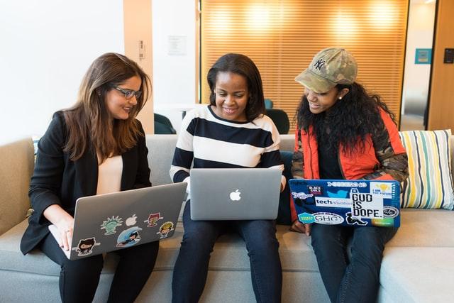 mujeres ciberfeministas ejemplos