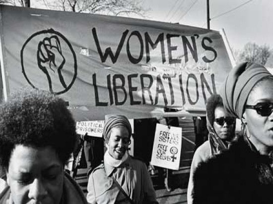 manifestación de mujeres feministas pidiendo la libertad