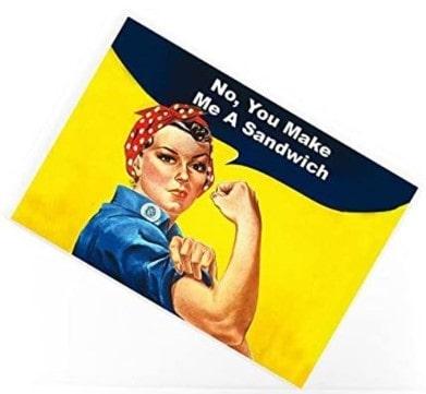 """iman con imagen del movimiento feminista """"Yes We Can"""""""