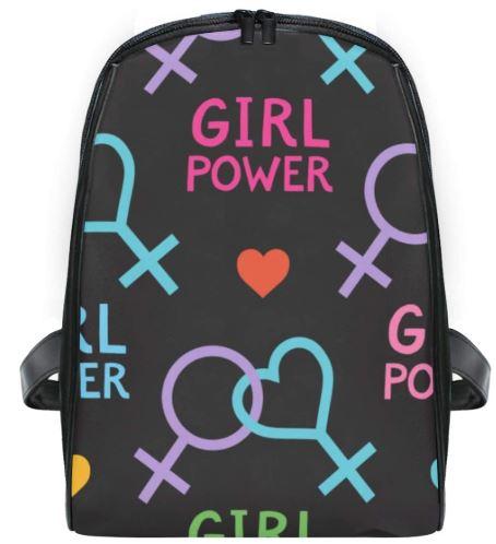 mochila negra con símbolo feminista